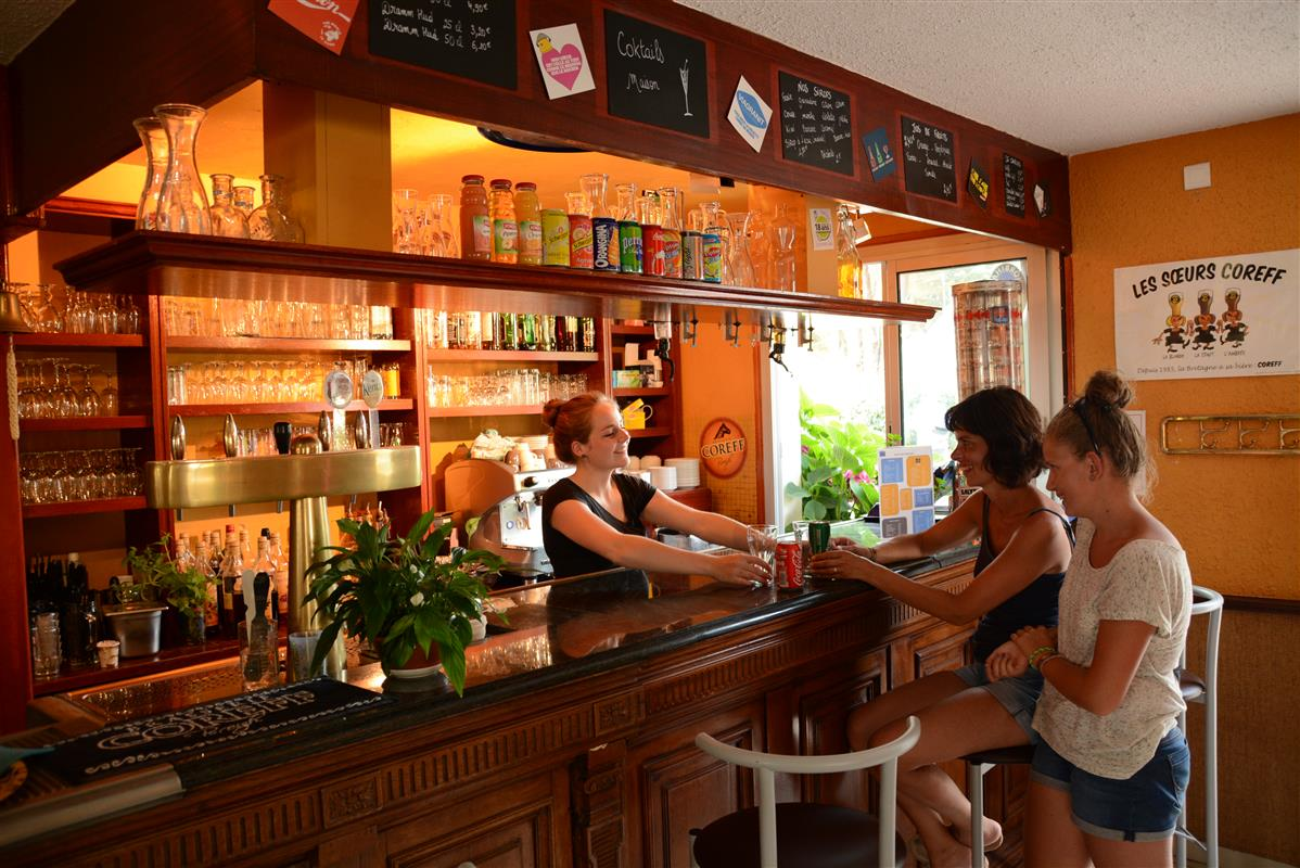 Bar et restaurant profitez des services du camping des for Photo de bar restaurant